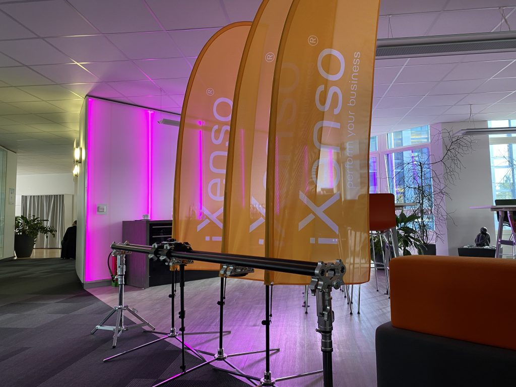LED Wand bei iXenso im Telekom Magenta